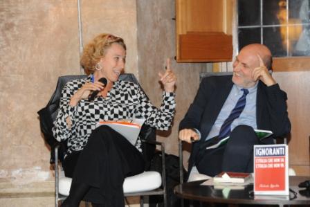 4 Giovanna Melandri e Marino Sinibaldi presentazione Roberto Ippolito Ignoranti Villa Medici 5 novembre 2013 foto Maurizio Riccardi