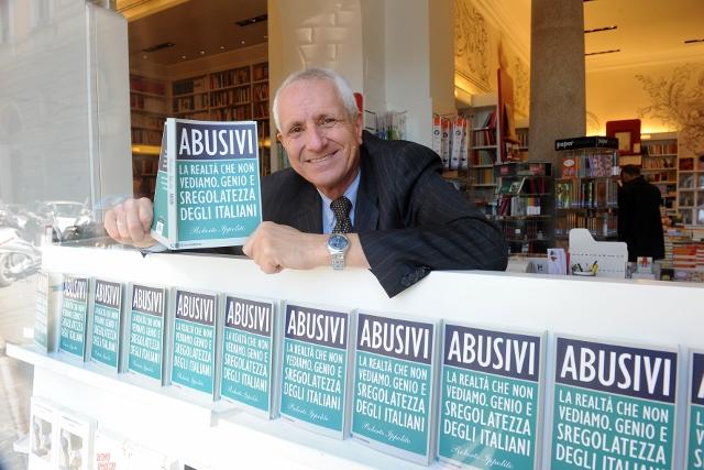 Roberto Ippolito Abusivi Chiarelettere Arion Prati Roma 4. foto Maurizio Riccardi Agr