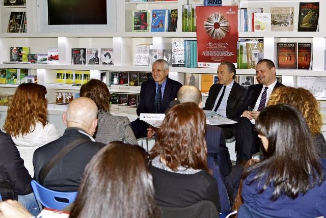 Libri al centro 001 2015 04_01 Roberto Ippolito Marcello Ciccaglioni e Rosario Cerra Foto Nimfio Studio