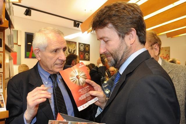 Roberto Ippolito direttore editoriale Libri al centro e Dario Franceschini foto Maurizio Riccardi Agr