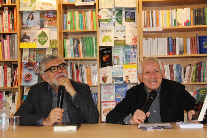 Giancarlo De Cataldo e Roberto Ippolito libreria Nuova Europa I Granai Roma 4 maggio 2019