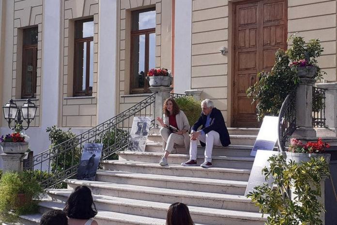 """Roberto Ippolito presenta """"Delitto Neruda"""" (Chiarelettere) con Diana Romersi nel giardino della Biblioteca comunale di Subiaco 4 luglio 2020"""