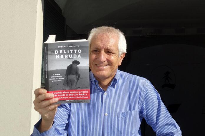 """Roberto Ippolito autore """"Delitto Neruda"""" (Chiarelettere) all'ingresso Stanza della Poesia a Palazzo Ducale Genova 8 settembre 2020"""