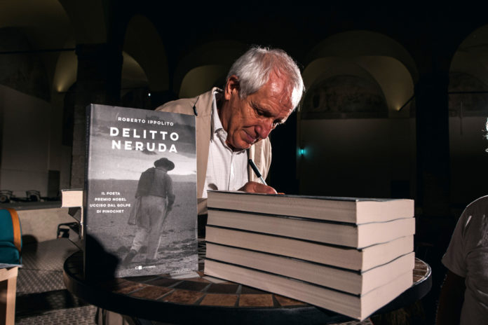 """Roberto Ippolito dopo la presentazione di """"Delitto Neruda"""" (Chiarelettere) a Velletri Libris con Paolo Di Paolo 2 agosto 2020"""