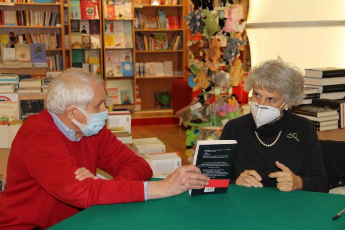 """Simonetta Agnello Hornby e Roberto Ippolito con il libro """"Delitto Neruda"""" (Chiarelettere) 16 ottobre 2020"""