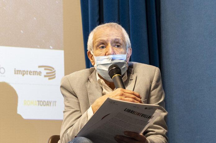 Roberto Ippolito presenta il programma della rassegna LibriCineVillage al Parco Talenti a Roma, conferenza stampa 4 giugno 2021
