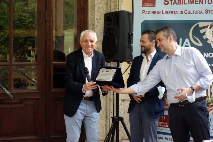 """Cerimonia di consegna del Premio letterario Terme di Montecatini a Roberto Ippolito per """"Delitto Neruda"""", Chiarelettere"""